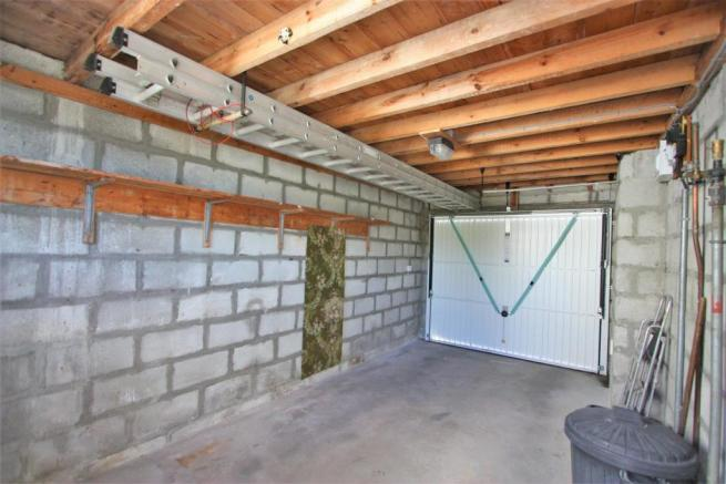 4 Mellanvrane Lane Garage