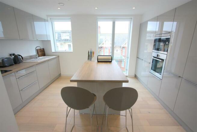 2 Towan Heights Kitchen