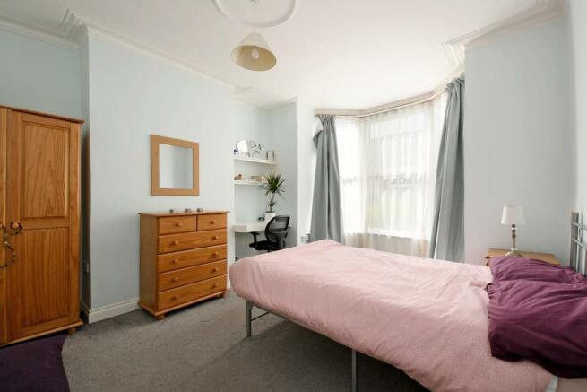 3 Beehive Road, bedroom 1.jpg