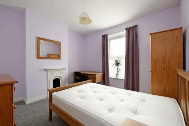 3 Beehive Road, bedroom 2, pic 2.jpg