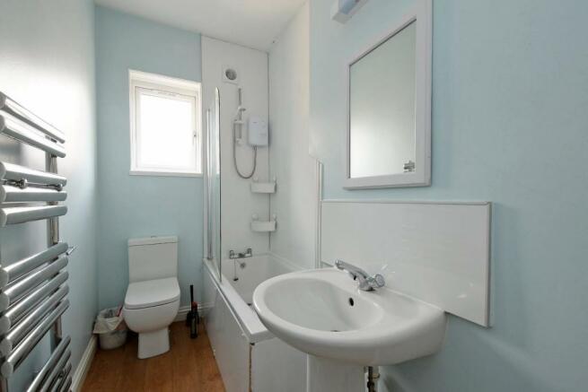 3 Beehive Road, bathroom.jpg