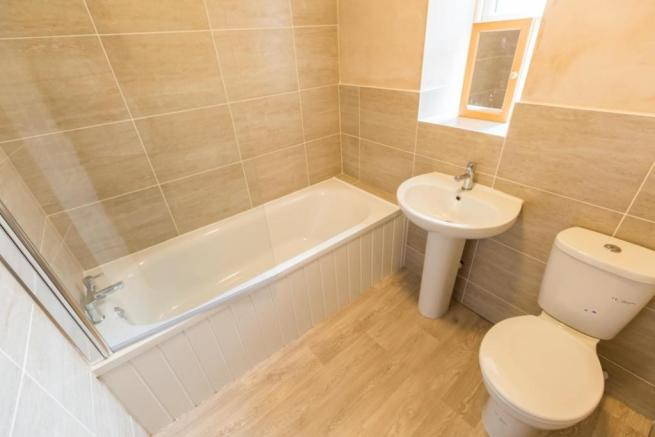 16-Watson-Road-main bathroom.jpg