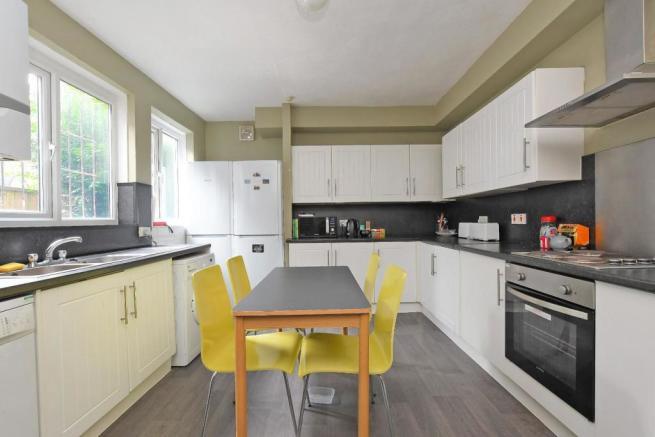 72 Harcourt Road - kitchen, picture 2.jpg