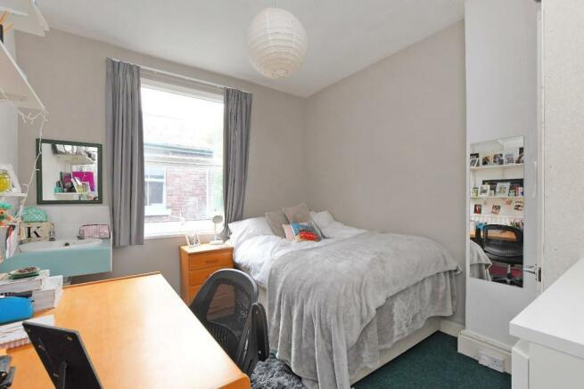 72 Harcourt Road - bedroom 2.jpg