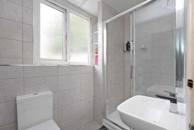 72 Harcourt Road - shower room 2.jpg