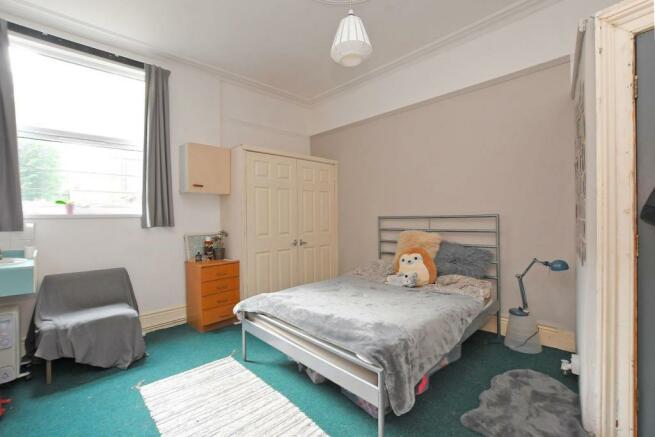 72 Harcourt Road, bedroom 1.jpg