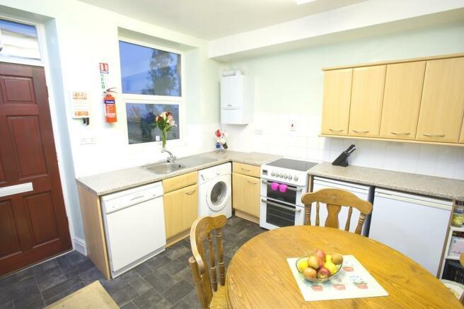 15 BLAKENEY ROAD Kitchen D11131167a.jpg