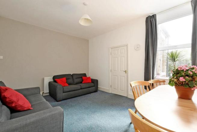 9 Cobden Place, living room, pic 2.jpg