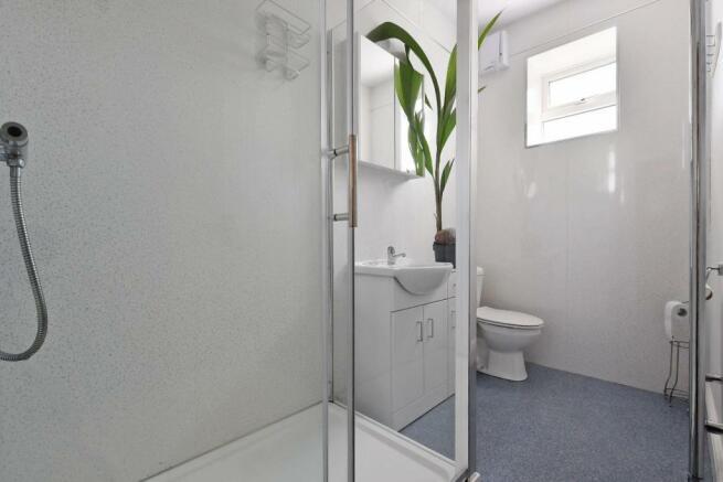 9 Cobden Place, shower room 1.jpg