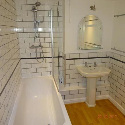 Boyce St Main bathroom.JPG