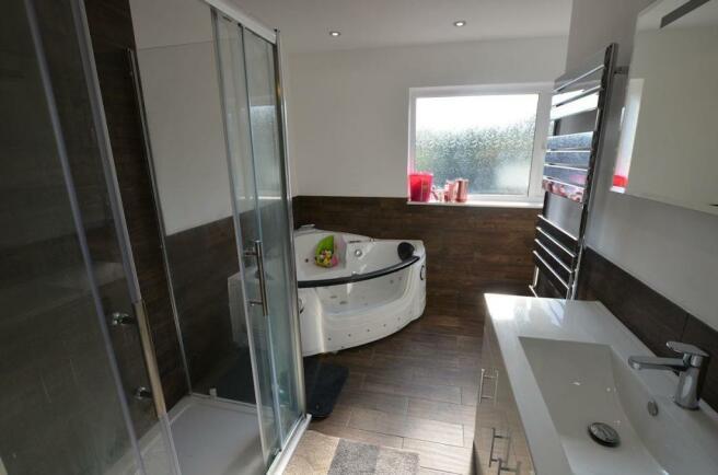 Ensuite shower room 1.jpg