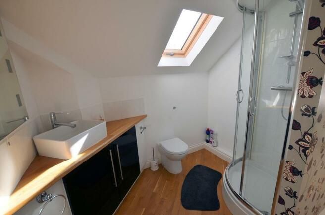 En suite shower 2.jpg