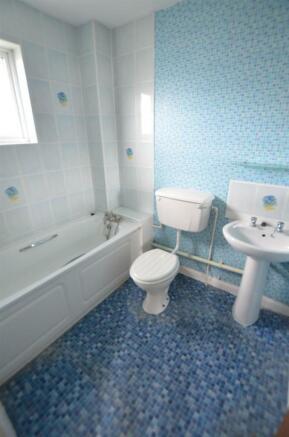 Bathroom v.jpg
