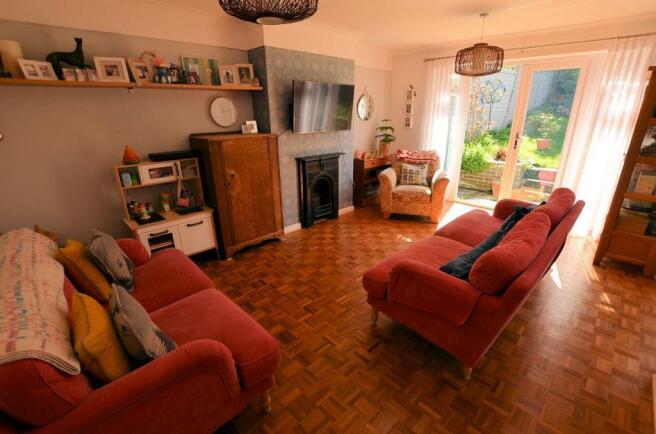 Living room v.jpg