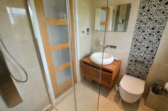 Ensuite shower room h.jpg