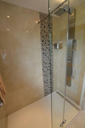 Ensuite shower room v.jpg