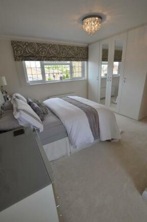 Bedroom 1 v.jpg