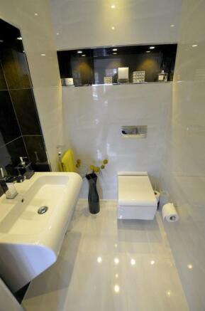 Downstairs WC v.jpg