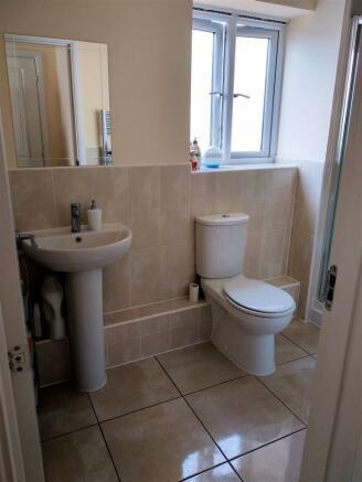 3. Bedroom 1 Ensuite v1.jpg