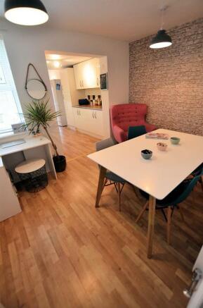 Dining room v.jpg