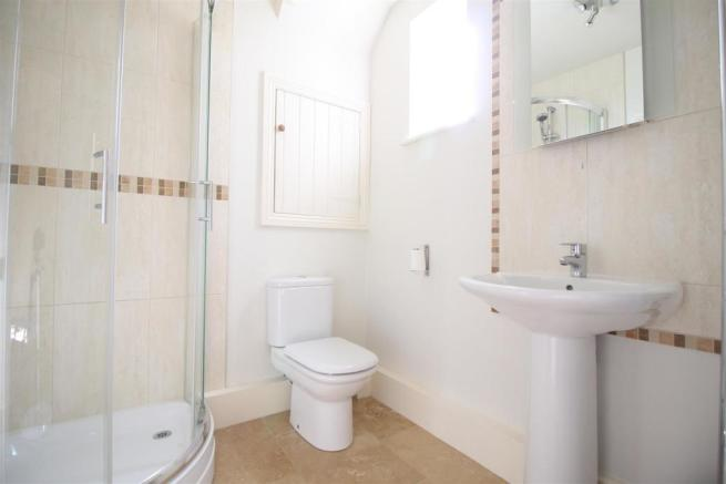 Russell Place 5 - Ensuite 2.JPG