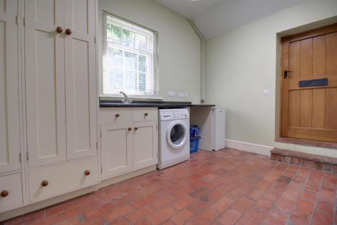 Russell Place 5 - Utility Room 1.jpg