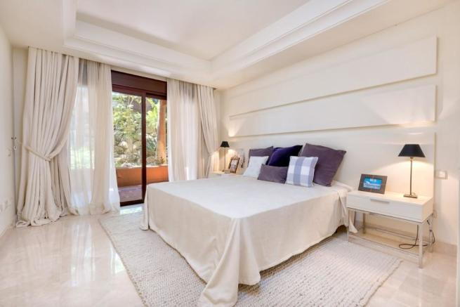 Bedroom (Large)