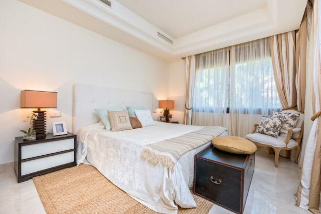 Bedroom 2 (Large)