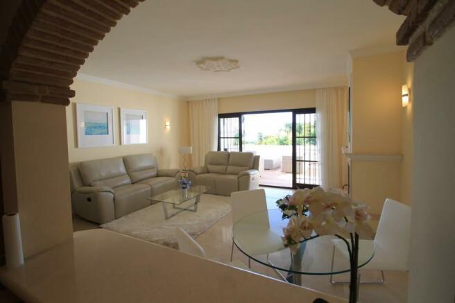 Lounge -dining room