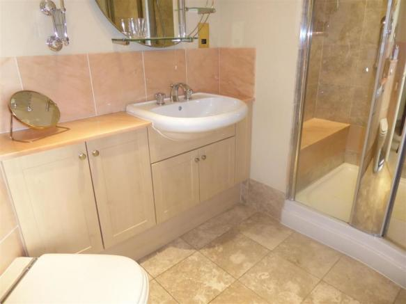 EN-SUITE SHOWER ROOM/WC