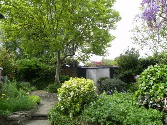 https://s3-eu-west-1.amazonaws.com/propertylab/allanmorris/property-images/standard/2382_54 Bridge Street - Rear Garden.JPG