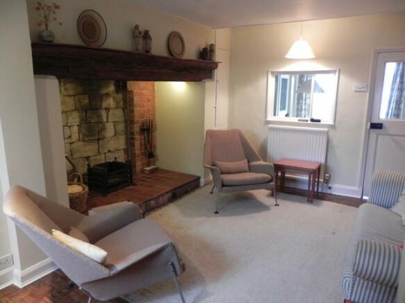 https://s3-eu-west-1.amazonaws.com/propertylab/allanmorris/property-images/standard/2382_54 Bridge Street - Sitting Room.JPG