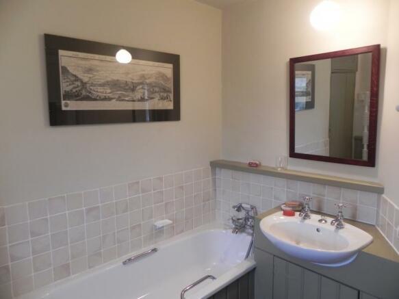 https://s3-eu-west-1.amazonaws.com/propertylab/allanmorris/property-images/standard/2382_54 Bridge Street - Bathroom.JPG