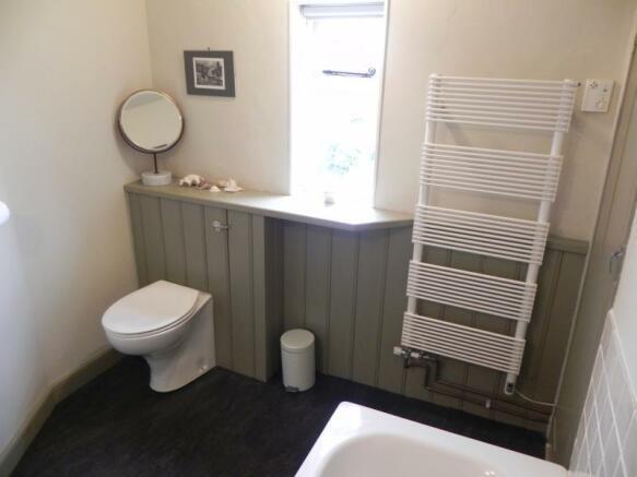 https://s3-eu-west-1.amazonaws.com/propertylab/allanmorris/property-images/standard/2382_54 Bridge Street - Bathroom 2.JPG