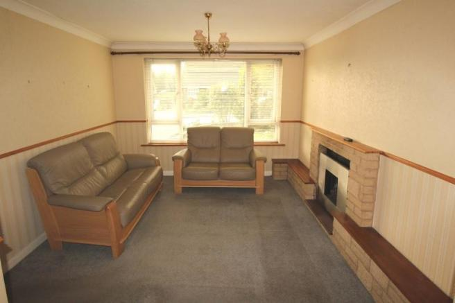 https://s3-eu-west-1.amazonaws.com/propertylab/allanmorris/property-images/standard/4486_16 Scobell Close - Sitting Room.JPG