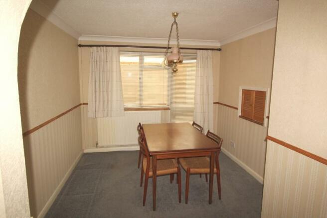 https://s3-eu-west-1.amazonaws.com/propertylab/allanmorris/property-images/standard/4486_16 Scobell Close - Dining Area.JPG