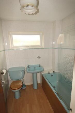 https://s3-eu-west-1.amazonaws.com/propertylab/allanmorris/property-images/standard/4486_16 Scobell Close - Bathroom V.JPG