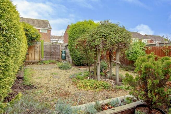 https://s3-eu-west-1.amazonaws.com/propertylab/allanmorris/property-images/standard/4486_16 Scobell Close - Rear Garden BS.jpg