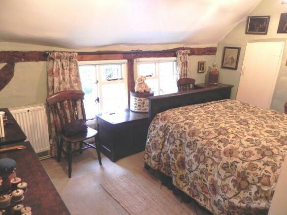 https://s3-eu-west-1.amazonaws.com/propertylab/allanmorris/property-images/standard/4507_The Old Post Office - Bedroom One.JPG
