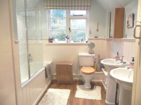 https://s3-eu-west-1.amazonaws.com/propertylab/allanmorris/property-images/standard/4507_The Old Post Office - Bathroom 2.JPG