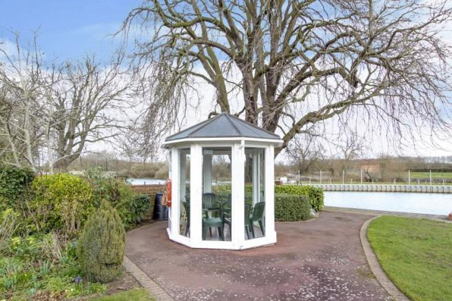 https://s3-eu-west-1.amazonaws.com/propertylab/allanmorris/property-images/standard/4883_9 Weir Gardens - Communal Gardens Summer House BS.jpg
