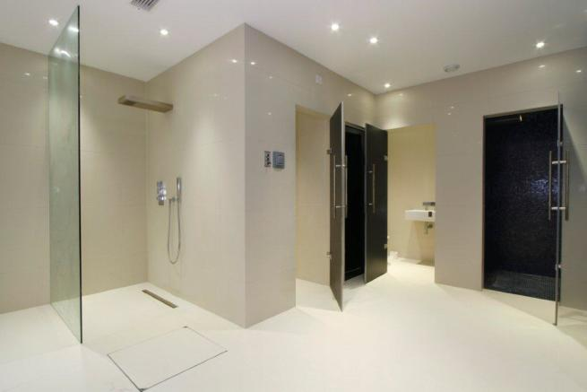 Jaccuzzi/Changing Rm