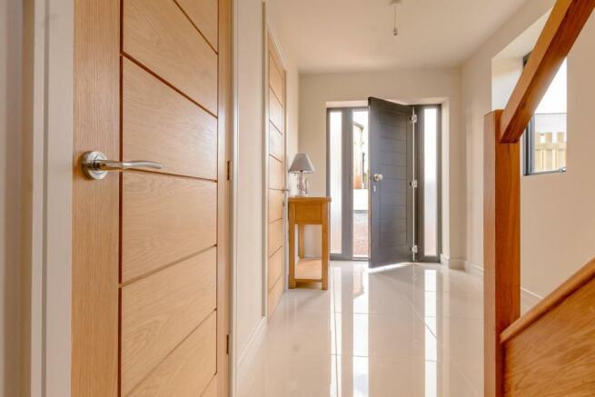 8358815-interior15.jpg