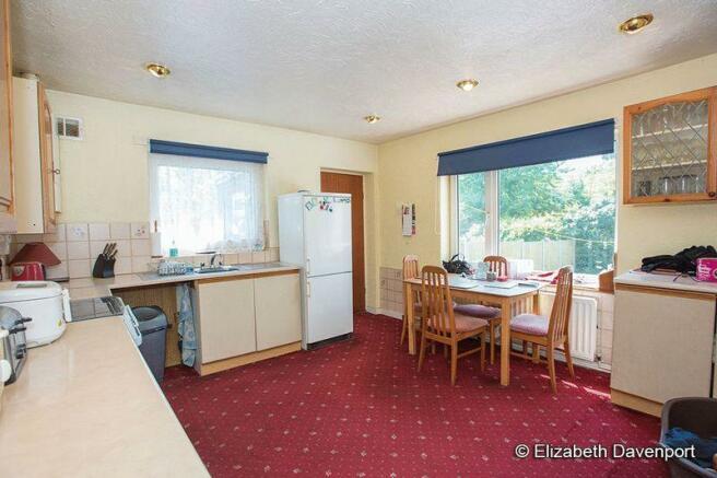 Large Kitchen-...