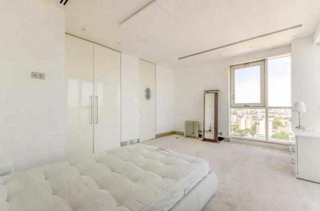 4 bedroom flat to rent in Berkley Tower, Canary Wharf ...