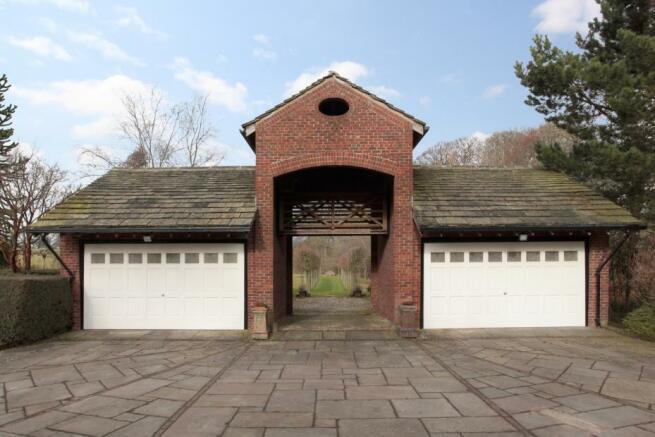 Garages/Annexe