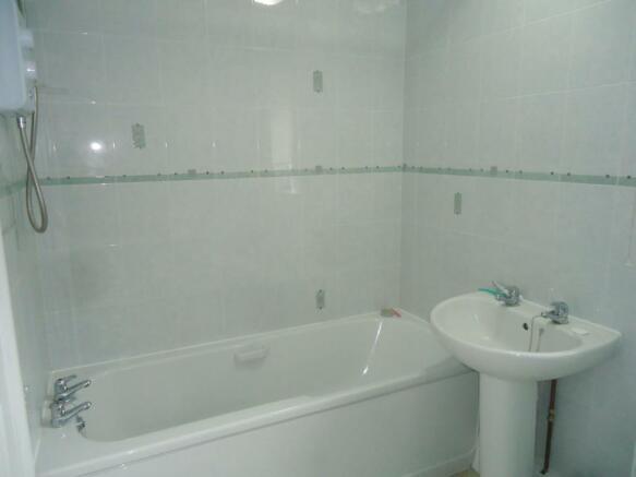 2 The Terrace Osw bathroom.JPG