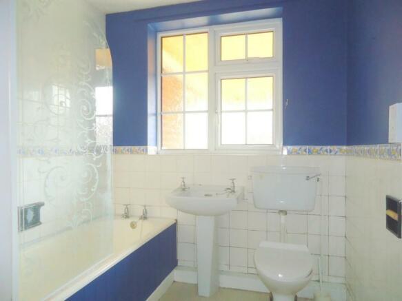 5 Southlands Helmsley bathroom.jpg