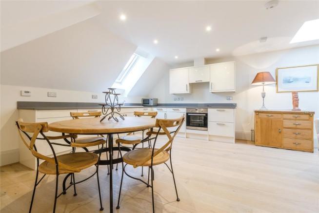 Flat Kitchen/Dining