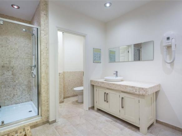 Changing Room/Shower